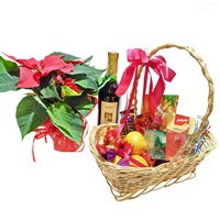 Подарочная корзина со сладостями, вином и пуансеттией