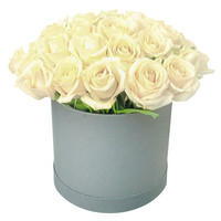 Arrangement of white roses Pearl of Beauty